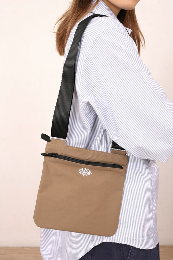 Danton Shoulder Pouch